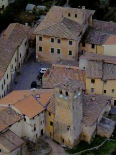 Antico nucleo di Casciana con la storica Torre Aquisana. Noi siamo qui