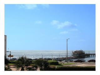 Galveston SeaWall Getaway*76