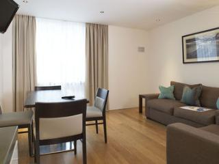 Kensington Modern 2 Bedroom Apartment for 4, Londres