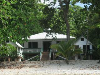 Blue Moon Beach House - Summer Special!, Utila