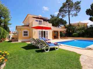 Luxury 3 Bedroom Villa with Pool Close to Beach, Quinta do Lago