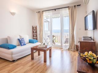 Zlatni Bol Apartments A2+2