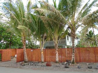 Iki Honu has fence all around for your privacy