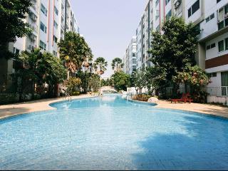 Close 2 Bts and Bkk tourist attractions+Big Pool, Bangkok
