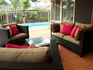 Mindarie Villa With Sparkling Pool  A/C  Internet, Perth