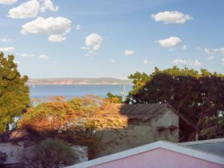 Sea-view flat by Amborovy Beach, Mahajanga
