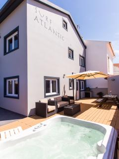 private, sunny garden, jacuzzi, top quality outdoor furniture & decking, BBQ, dining table