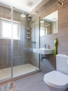 1st, modern, high standard, 'sunny' bathroom