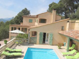 JdV Holidays Villa Violette, 5 bedrooms  in tranquil location, great price!, Castagniers
