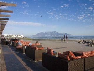 Seaside Village 3 Bedroom Apartment, Bloubergstrand