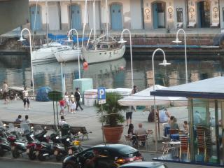 trilocale davanti a Porto Antico, comodissimo, Genua