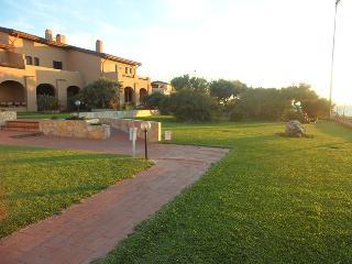 BILOCALE IN RESIDENCE CON PISCINA FRONTE MARE, Castelsardo