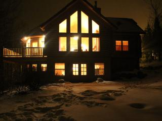 Luxury Log Home near St Sauveur and Morin Heights, Saint Sauveur des Monts