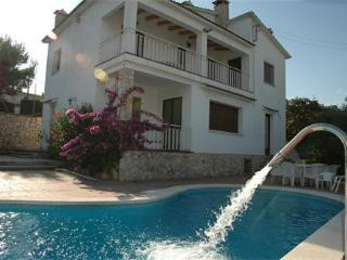 Home with swimming pool & tennis court in Sitges, Canyelles