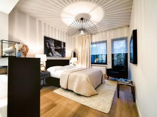 Bedroom 1: Queen-sized bed + flat screen TV + terrace