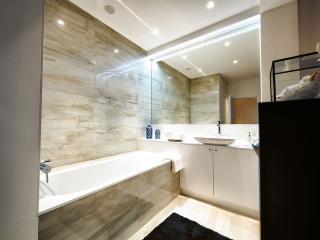 Bathroom 2: Bathtub