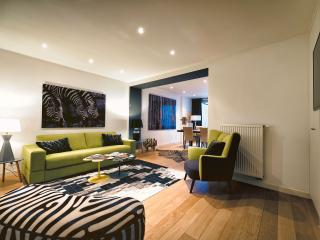 Avenue Louise - Design One-Bedroom Apt avec jardin, Ixelles