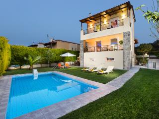 Villa Mario - Only 1km Away from the Beach!