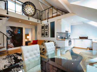 Avenue Louise - Nicely Designed Apt Mezzanine