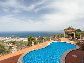 Villa Cielo with large pool and great sea view, Sorrento