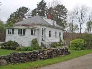 JUST AROUND THE BEND | EAST BOOTHBAY MAINE | WATERVIEWS | COUPLES | SMALL FAMILY | PET FRIENDLY |, Boothbay