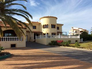 Very Large 4 bedroomed villa with indoor pool, Calpe