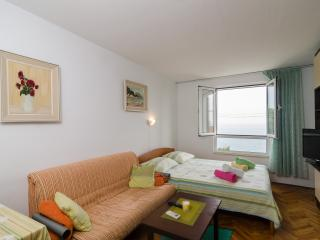 Dubrovnik Travelers Lodge with sea view