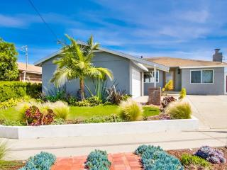 Sunny Relaxing 3BR Home Minutes from the Beach, San Diego