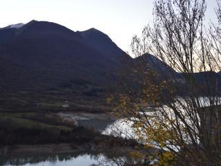 Bilocale sul lago in montagna nel parco in Abruzzo