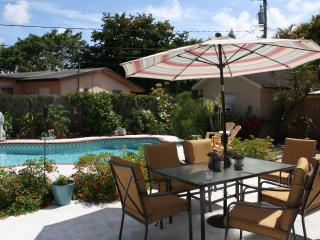 AMAZING 3 BEDROOM VACATION HOME WITH PRIVATE POOL, Fort Lauderdale