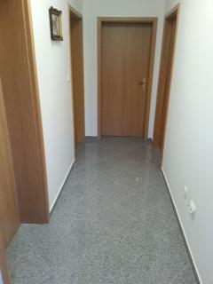 A1(4+2): hallway