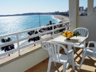 Nice Apartment with balcony overlooking the sea & beach 2B, Cala Millor