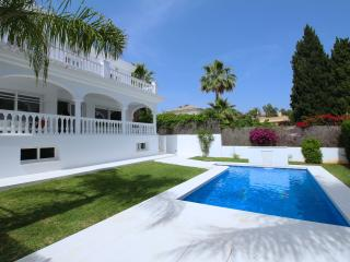 Luxury Modern villa with sauna on Golden Mile., Marbella