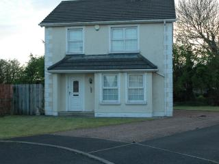 Ballycastle holiday home with golf nearby