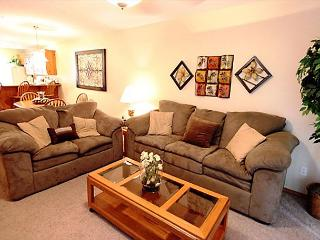 Relaxation Station-Stay in this 2 bedroom/bath condo located at Emerald Point, Hollister