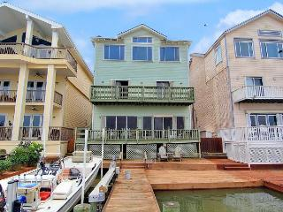 6 bedroom 3 story home right on the Marina! Fish on your PRIVATE DOCK!, Port Aransas