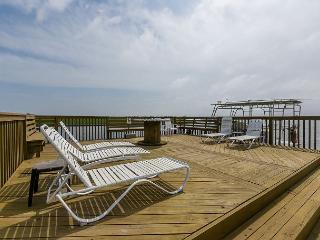 3BR Family-Friendly Waterfront Townhome w/ Pool
