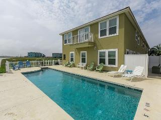 Area Not Impacted by Hurricane: 3BR Family-Friendly Waterfront Townhome