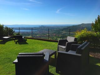 AMIRO VISTA Private Garden, Pool & Lake Garda View