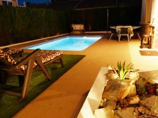 Spacious Villa with Pool, close to Beaches & Golf, Villamartín