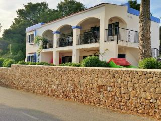 Lovely Holiday Home close to the Beach, Cala Vadella