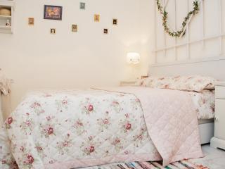 Elegant English-style apartment  near Opera, Leópolis
