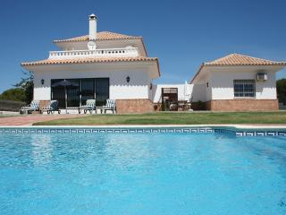 Villa 5 dormitorios,piscina,cerca playa junto golf, Huelva