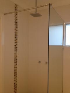 Rain shower in main bathroom