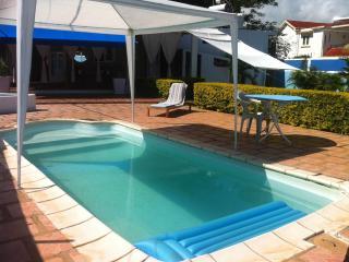 Villa avec piscine à 100m de la mer, Pointe Aux Piments