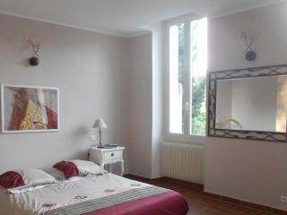 maison intra muros avec jardin 2 chambres, Avignon