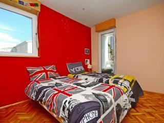 Spacious low cost apartment, Split