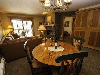 Red Hawk Lodge 2286 - Rare one bedroom, two bath, sleeps 6, amazing views, walk to slopes!, Keystone