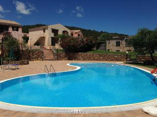 Bilocale Residence Uliveto con piscina, Budoni