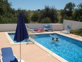 Beautiful, Large 3 bedroom apartment in Guia, Algarve